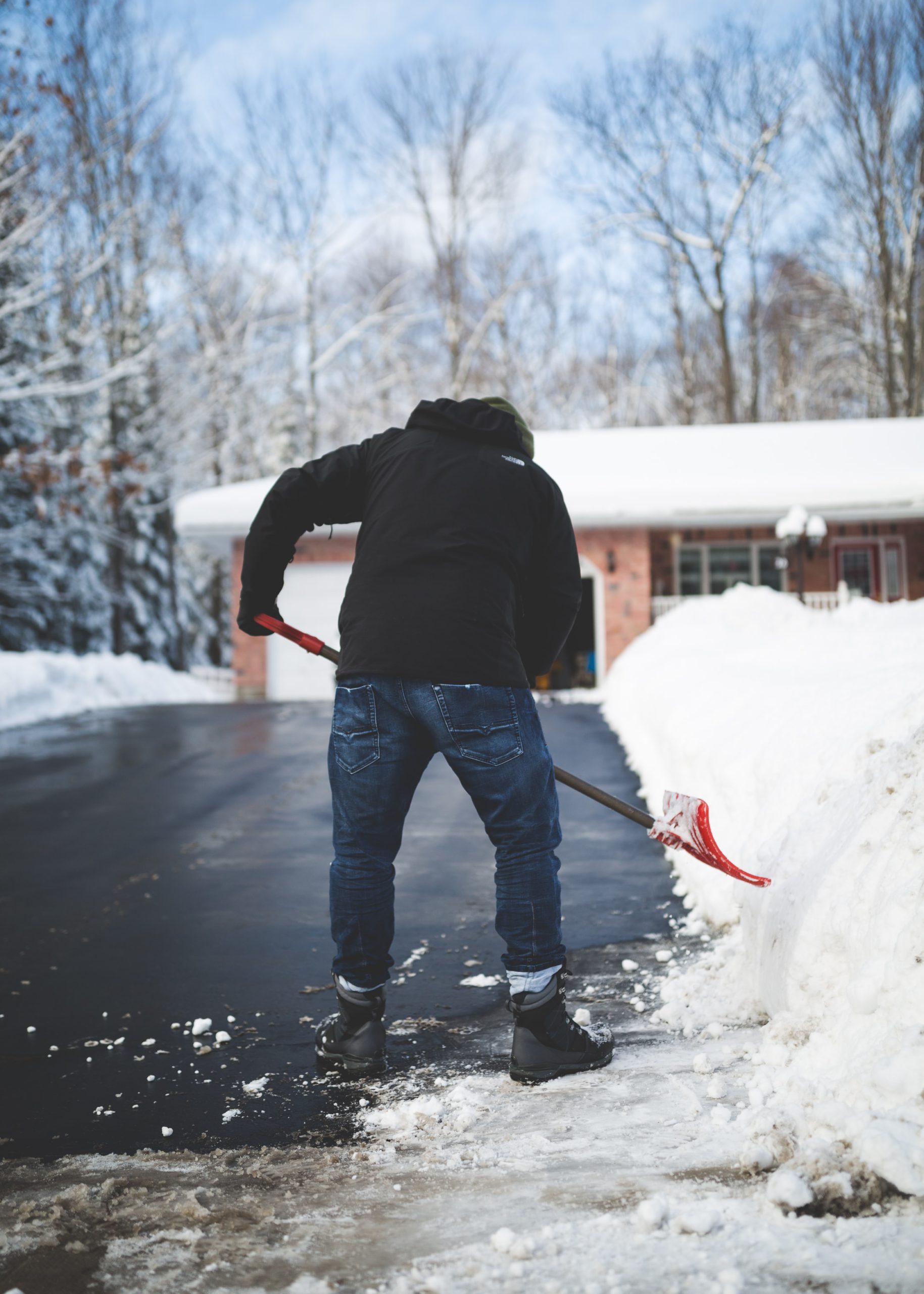 Shoveling Snow May Increases the Risk of Heart Disease